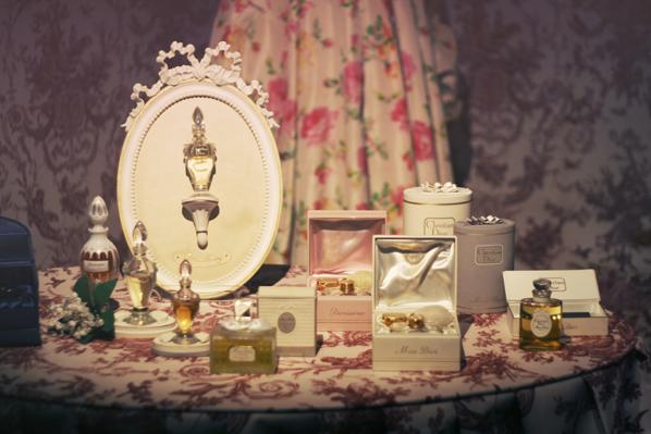 mus e christian dior le bal des artistes pauline. Black Bedroom Furniture Sets. Home Design Ideas
