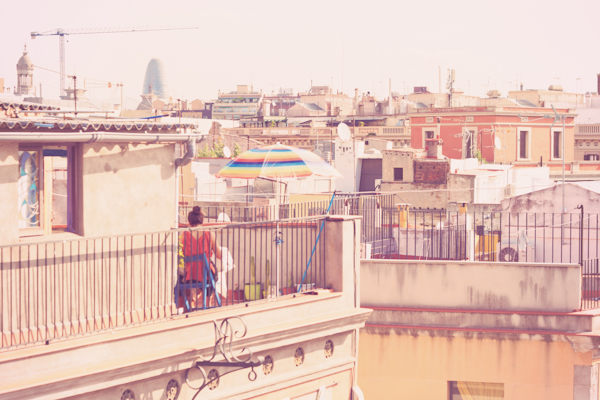 RAINBOW UMBRELLA ON BARCELONA ROOFTOP c paulinefashionblog1 Barcelona Chic Summer : Lolita Bakery Cupcakes & Dry Martini Cocktail