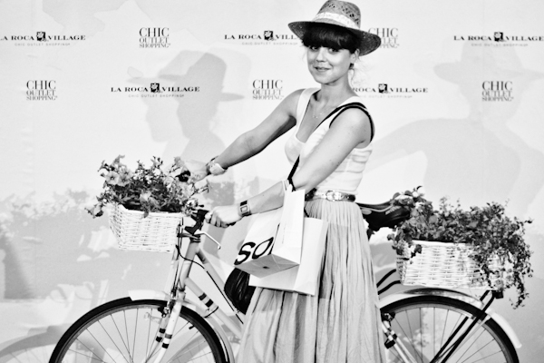 chic summer photocall la roca village BARCELONA c paulinef Barcelona Chic Summer : Lolita Bakery Cupcakes & Dry Martini Cocktail
